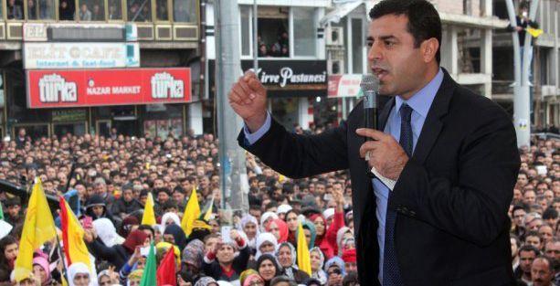 Demirtaş: YPG Şengal'i IŞİD barbarlığına teslim etmeyecek!