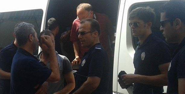 Denizli'de hak arayan işçiler gözaltına alındı