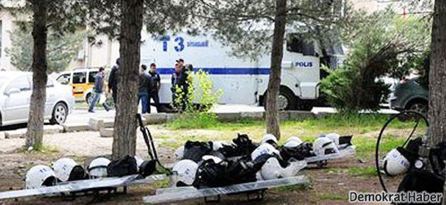 Dicle'de öğrenciler eylem, polis ise ders başı yaptı
