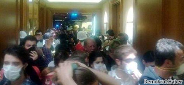 Polis Divan Otel'deki sığınmacılara da saldırdı