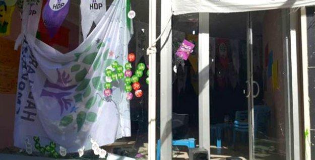 Diyarbakır'da 'Bijî Hizbullah!' sloganıyla HDP kadın seçim bürosuna saldırı!