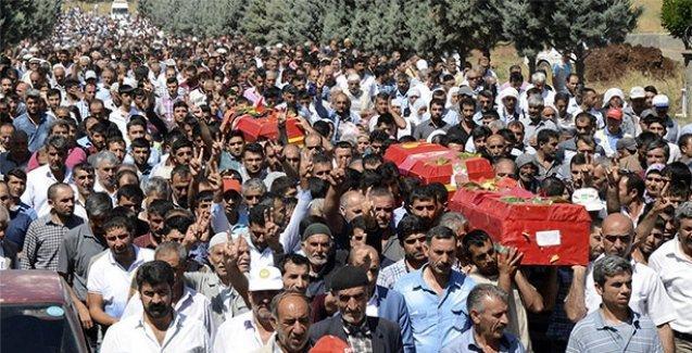 Diyarbakır'da öldürülen HDP'liler toprağa verildi