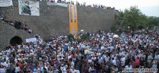 Diyarbakır'da Rojava için 'insanlık zinciri'
