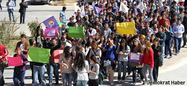 DÜ'de öğrenciler tacize karşı yürüdü