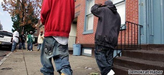 Düşük bel pantolon giyilmesi yasaklandı