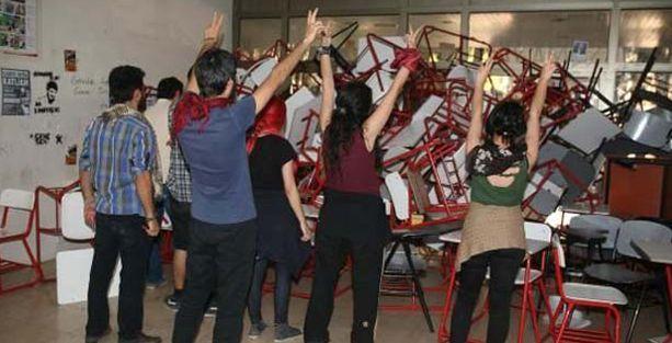 Ege Üniversitesi'nde gözaltına alınan öğrenciler serbest