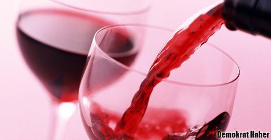 Eğitim-Sen'den şaraplı 'içki yasağı' protestosu