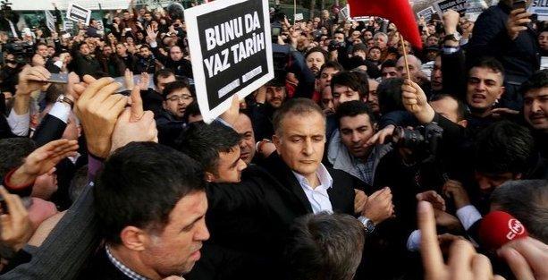 Ekrem Dumanlı ve Hidayet Karaca'nın gözaltı süreleri uzatıldı