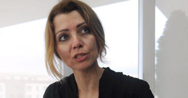 Elif Şafak'tan Müezzinoğlu'na: Annelik kariyer değildir, nasıl yaşayacağımıza biz karar veririz