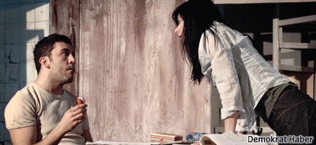 Emre Kınay: Tiyatro yapıyorsan felaketlere hazır ol