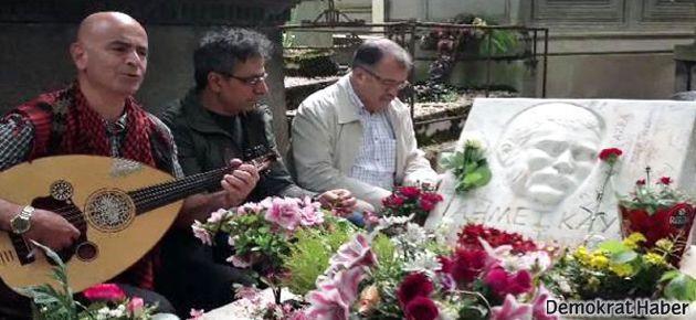 Ermeni şarkıcı Ahmet Kaya'nın mezarında