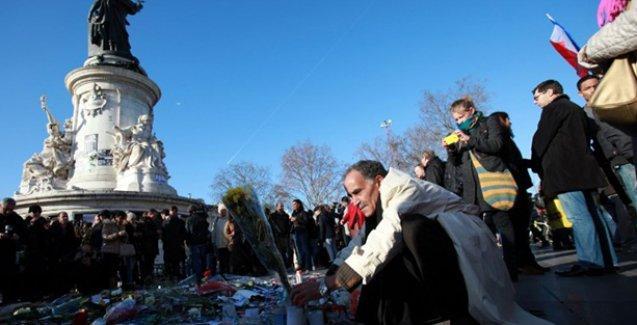 Ermeniler Davutoğlu'nun Paris ziyaretini kınadı