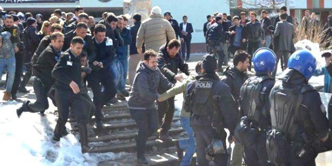 Erzurum'daki Berkin Elvan anmasına polis ve ülkücüler birlikte saldırdı