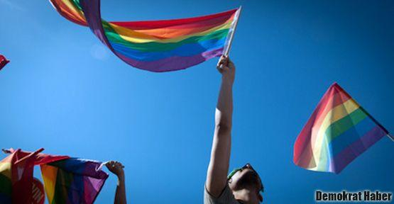 Eşcinseller yürüdü: Alışın her yerdeyiz!