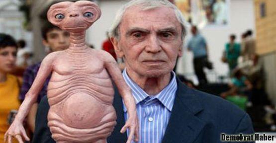 E.T'nin babası öldü
