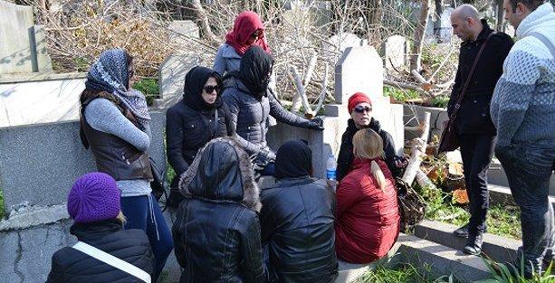 Eylül Cansın'ı arkadaşları, LGBTİ aktivistleri ve ailesi son yolculuğuna uğurladı