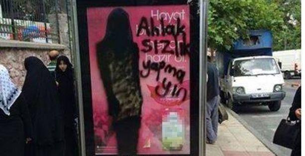 Fatih'te billboarddaki mankene çarşaf giydirdiler