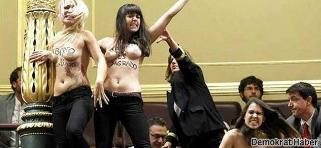 Femen üyeleri İspanyol meclisini bastı