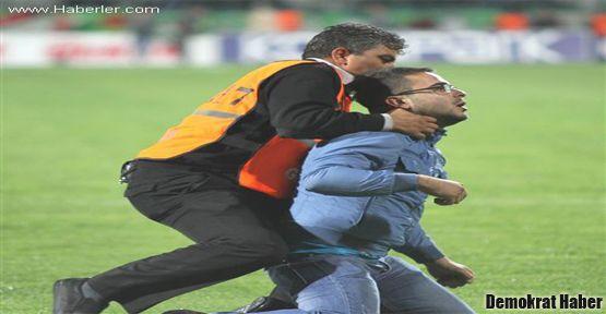 Fener-Bursa maçına şiddet bulaştı