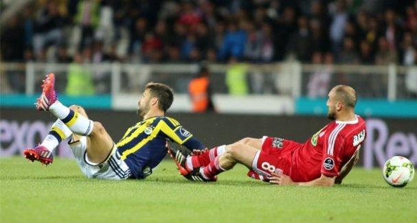 Fenerbahçe iki kez geriye düştüğü maçta Sivasspor'u mağlup etti