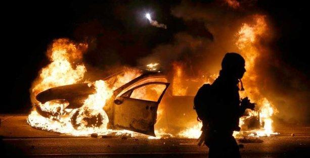 Ferguson'da jüri, siyah genci öldüren polisi akladı