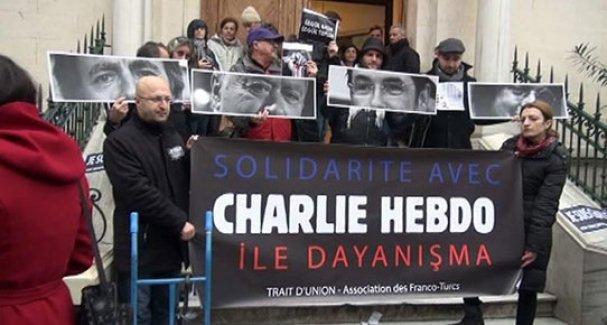 Fransız Başkonsolosluğu önünde 'Charlie Hebdo' saldırısı protesto edildi
