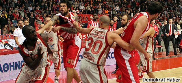 Galatasaray maçında yumruklar konuştu