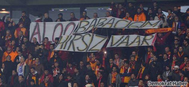 Galatasaray tribünlerinde 'Alo Babacım Hırsız Var' pankartı