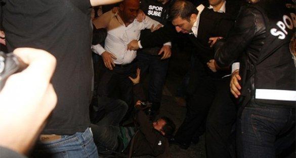 Gazetecilere saldıran özel güvenlik görevlilerine 1 yıl men