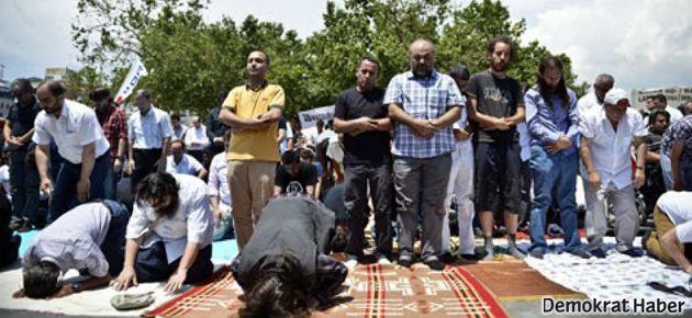 Gezi Parkı'nda cuma namazı kılındı