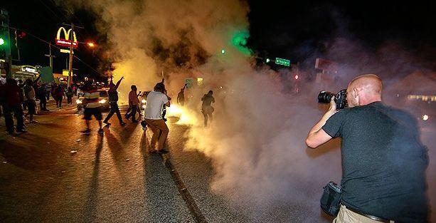Gezi'deki polis şiddetini görmeyen AA  Ferguson'da canlı takipte