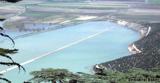 Gölü ikiye bölen 'ucube' otoyol sonunda kaldırıldı