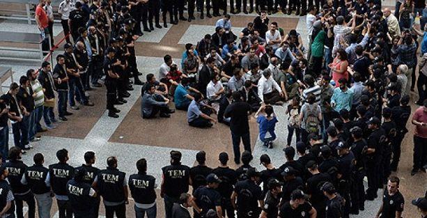 Gözaltına alınan polisler maaş taltif rekoru kırmış