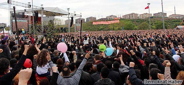 Grup Yorum Bakırköy'de dev konser verdi