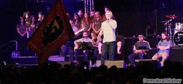 Grup Yorum on bin kişiyle ırkçılığa karşı söyledi