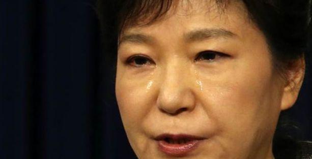 Güney Kore Devlet Başkanı gözyaşları içinde özür diledi