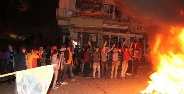 Hakkari ve Van'da binler sokağa indi: Çatışmalar başladı