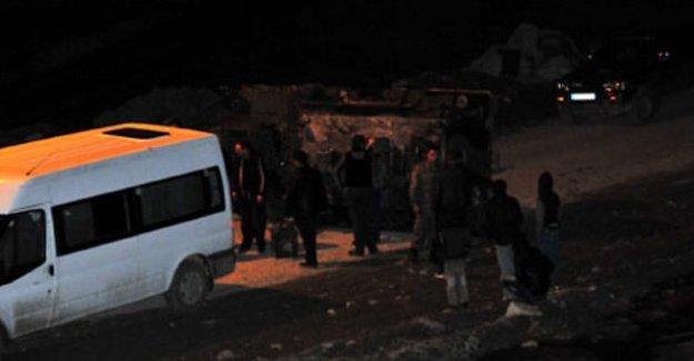 Hakkari'de askeri araç devrildi: 3 yaralı