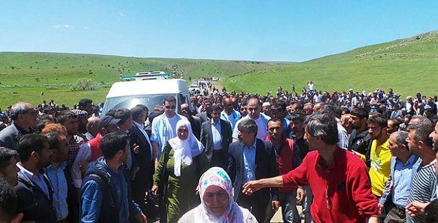 Hamdullah Öğe'yi son yolculuğuna Demirtaş ve binler uğurladı