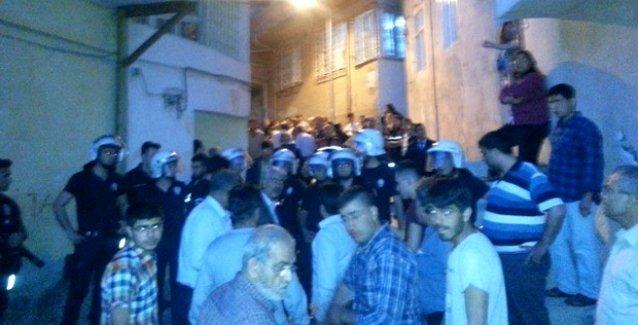 Hatay'da Suriyeliler Alevi mahallesine saldırdı, polis mahalleyi ablukaya aldı