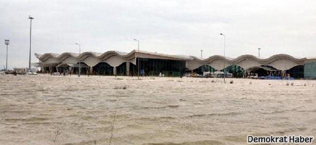 Hatay'da sel baskını ve göçük: 5 kişi öldü