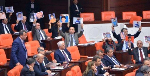 HDP'den AKP protestosu: Öldürülen çocukların fotoğraflarıyla geldiler
