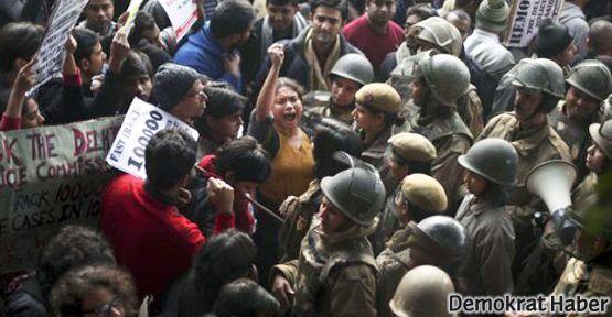 Hindistan'da yine 'toplu tecavüz'