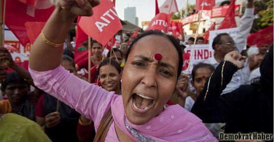 'Hintli kadınlarla omuz omuza olacağız'