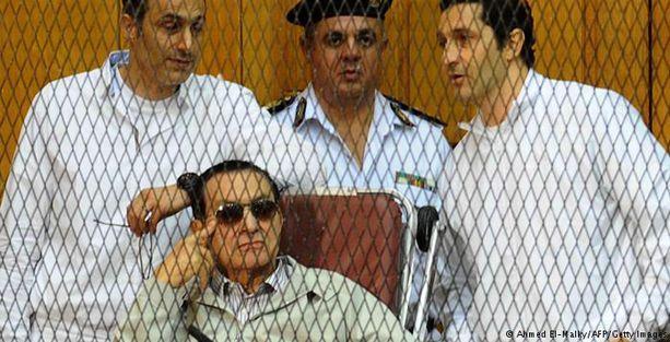 Hüsnü Mübarek ve oğullarına ağırlaştırılmış hapis cezası