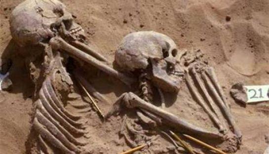 İlk ırk savaşını gösteren iskelet