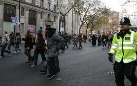 İngiltere kaynıyor... 3 Müslüman genç öldürüldü