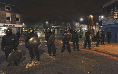 İngiltere'de ayaklanma önlemi: Twitter'ı kapatmak