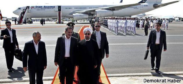 Ruhani, ülkesine dönüşünde protesto edildi