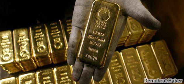 İş adamının midesinden 12 külçe altın çıktı